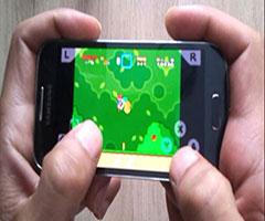 Pessoa jogando Super Nintendo no celular